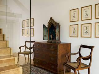 Antonio Martins Interior Design Inc Klassischer Flur, Diele & Treppenhaus
