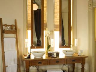Hayes Street - Sao Francisco: Casas de banho  por Antonio Martins Interior Design Inc
