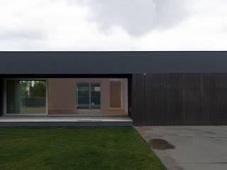 Casa Martiturri House: Casas de estilo moderno de ARKITEKTUR