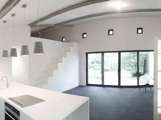 Cuisine, Salon: Cuisine de style de style Minimaliste par Thibaudeau Architecte