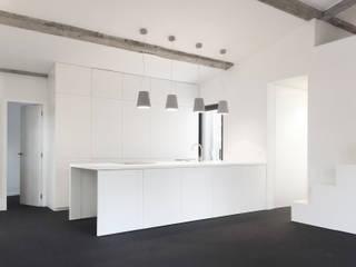 Cuisine: Cuisine de style de style Minimaliste par Thibaudeau Architecte