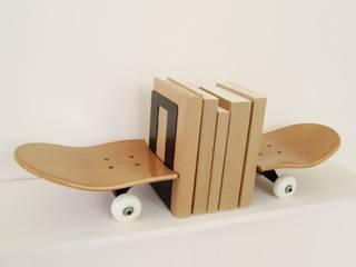 Skateboard honey bookends simple and elegant for books - skateboarding themed bedroom Furniture skate-home EstudioAlmacenamiento Madera Marrón