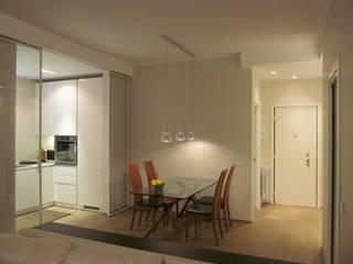 Una Stanza in più: Sala da pranzo in stile  di Architetto Alberto Colella