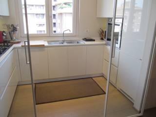 Modern Kitchen by Architetto Alberto Colella Modern