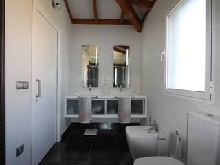 Baños de estilo moderno por MOBIMAR INTERIORISMO