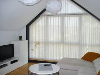 Cortinas verticales en screen: Salones de estilo  de CORTINAS LUIS VIZCAYA