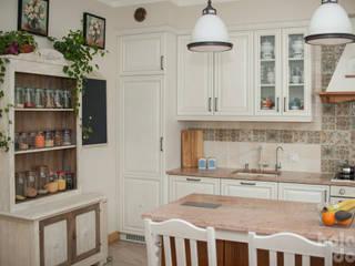 Кухня в рустикальном стиле от HOLADOM Ewa Korolczuk Studio Architektury i Wnętrz Рустикальный