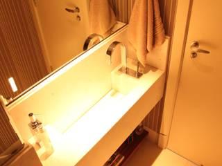 Casa de banho  por Fabiana Rosello Arquitetura e Interiores