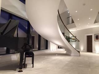 Luxury Staircase:  Corridor & hallway by Haldane UK