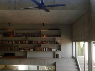 CASA EN BECCAR: Estudios y oficinas de estilo  por FILM OBRAS DE ARQUITECTURA