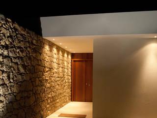 Casas modernas de André Pintão Moderno Piedra