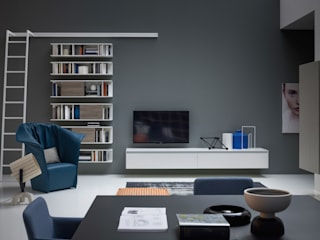 Reverse TV Lowboard hängend Weiß matt: moderne Wohnzimmer von Livarea