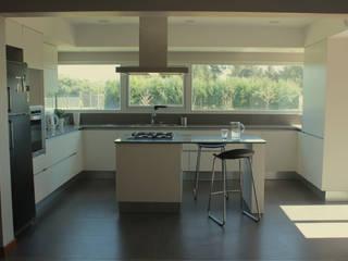 CASA MJM: Cocinas de estilo  por JORGELINA ALVAREZ  I arquitecta I