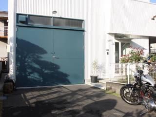 天高3m以上あるガレージがある家 オリジナルデザインの ガレージ・物置 の HOUSETRAD CO.,LTD オリジナル