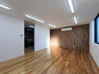 Salas multimedia de estilo moderno de 猪股浩介建築設計 Kosuke InomataARHITECTURE Moderno
