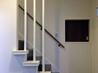 MAISON I モダンスタイルの 玄関&廊下&階段 の 株式会社伏見屋一級建築士事務所 モダン