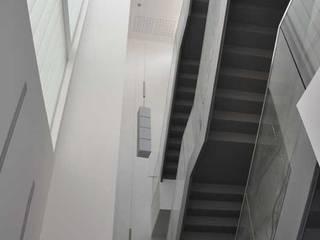 C.P.D y CENTRO DE DIFUSION TECNOLOGICA de Valladolid: Pasillos y vestíbulos de estilo  de Bentabol y Rodrigo Arquitectos