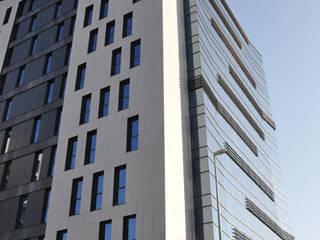 EDIFICIO DE OFICINAS: Casas de estilo  de Bentabol y Rodrigo Arquitectos