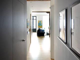 Pasillos y recibidores de estilo  por Garmendia Cordero arquitectos