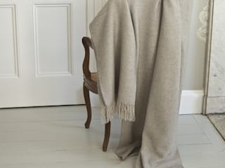 'Belgravia' silk & cashmere extra long throw: minimalist  by The Biggest Blanket Company, Minimalist