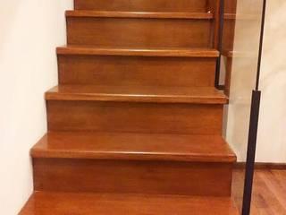Herrería Lucas Corridor, hallway & stairsStairs
