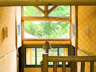 Hành lang, sảnh & cầu thang phong cách mộc mạc bởi MADUEÑO ARQUITETURA & ENGENHARIA Mộc mạc