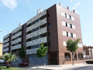 Edificio Cáceres 2016: viviendas, locales comerciales, oficinas y garajes Casas de estilo moderno de Sánchez Terio Arquitectos Moderno