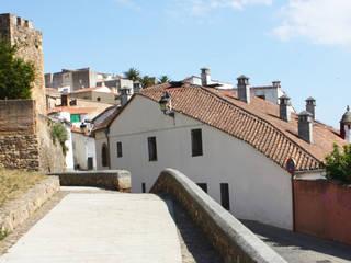 Rehabilitación de edificios para viviendas, garajes y zonas ajardinadas con piscina Casas de estilo rústico de Sánchez Terio Arquitectos Rústico