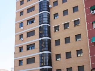 Edificio Hernán Cortés: viviendas, locales comerciales, oficinas y garajes Casas de estilo minimalista de Sánchez Terio Arquitectos Minimalista