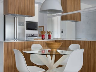 Comedores de estilo  por Carolina Mendonça Projetos de Arquitetura e Interiores LTDA, Moderno