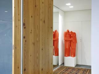 Corridor & hallway by Elisabete Primati Arquitetura