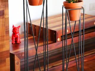 PORTAMACETA ANTONI:  de estilo industrial por Barcelò. diseño en hierro,Industrial