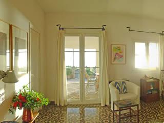 Casa junto al mar Casas de estilo rústico de C/Pou, 30 bajos Rústico