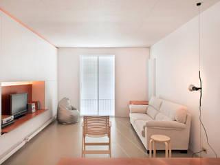 Vivienda semiprefabricada en el Eixample (Barcelona) Salones de estilo moderno de Estudi Agustí Costa Moderno