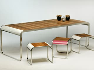 homify KitchenTables & chairs Wood Metallic/Silver