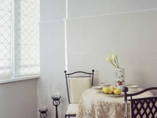 Balcone, Veranda & Terrazza in stile classico di Архитектор Татьяна Стащук Classico