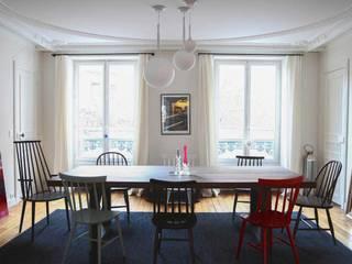 Salle à manger:  de style  par STUDIO SANDRA HELLMANN