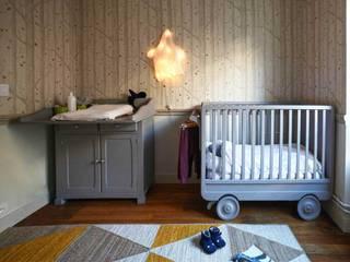 Chambre bébé:  de style  par STUDIO SANDRA HELLMANN