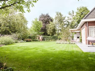 Wellness tuin verbonden met het landschap: landelijke Tuin door Studio REDD exclusieve tuinen