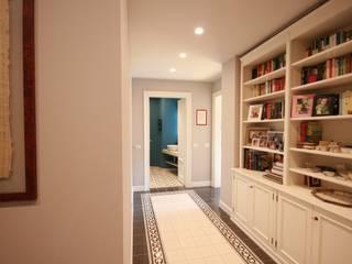 studiodonizelli Pasillos, vestíbulos y escaleras de estilo moderno