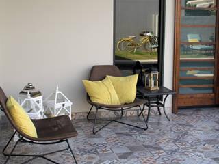 Eclectic style balcony, veranda & terrace by Lo Interior Eclectic