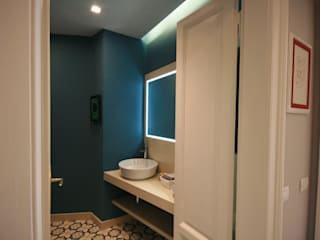 Modern bathroom by studiodonizelli Modern