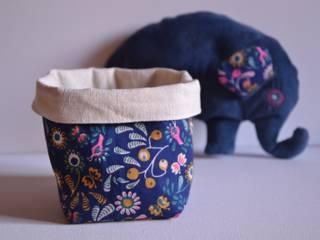 Petit panier accompagné de l'éléphant Mémamnali en tissu bio.:  de style  par Mémamnali créations bio