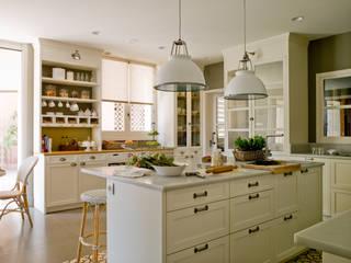 Cocinas de estilo clásico de DEULONDER arquitectura domestica Clásico Madera Acabado en madera