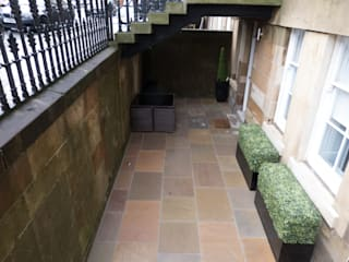 A basement area:  Garden by Anne Macfie Garden Design