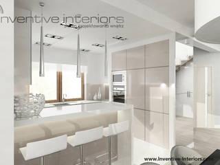 INVENTIVE INTERIORS – Dom w bieli i beżu - 150m2: styl , w kategorii Kuchnia zaprojektowany przez Inventive Interiors