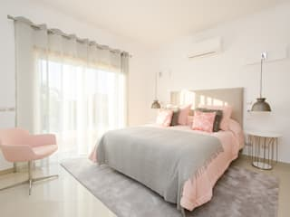 Private Interior Design Project - Vilamoura Simple Taste Interiors Camera da lettoLetti e testate