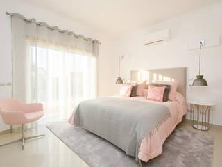Private Interior Design Project - Vilamoura Simple Taste Interiors 臥室床與床頭櫃