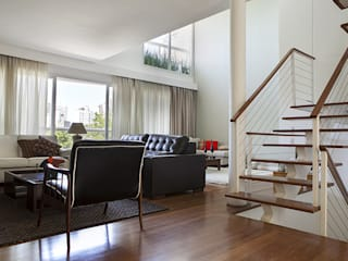 Moderne woonkamers van Lucia Helena Bellini arquitetura e interiores Modern