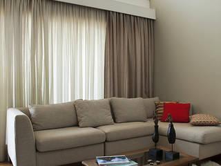 现代客厅設計點子、靈感 & 圖片 根據 Lucia Helena Bellini arquitetura e interiores 現代風